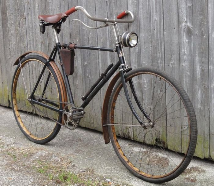7a7250aaaa4dec8f34d8d63c7a0ffd5b--antique-bicycles-old-bikes